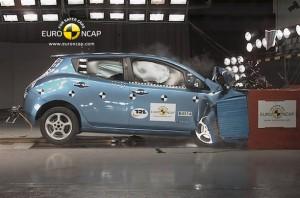 Краштест Nissan Leaf
