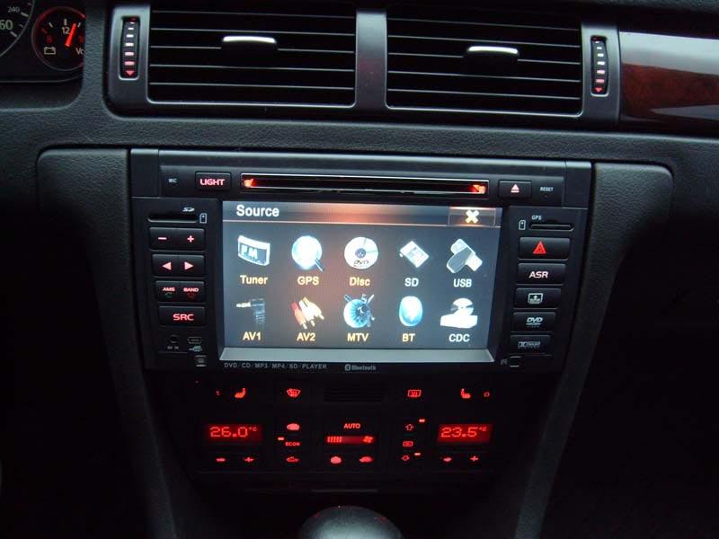 Фотография магнитолы в автомобиле