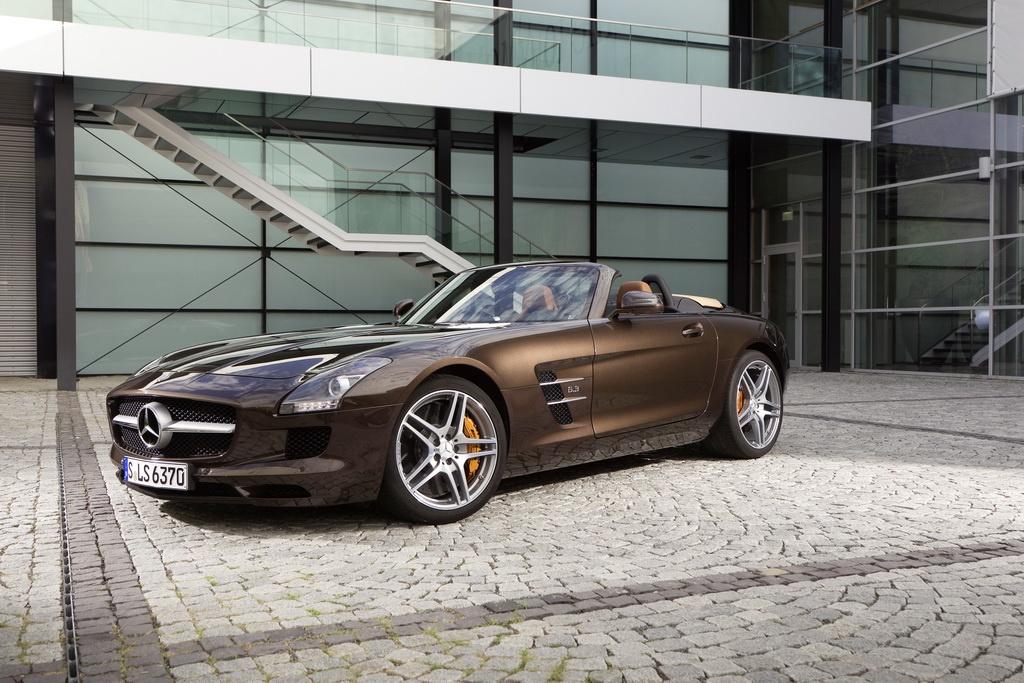 Фотография Mercedes SLS AMG с коричневым цветом кузова