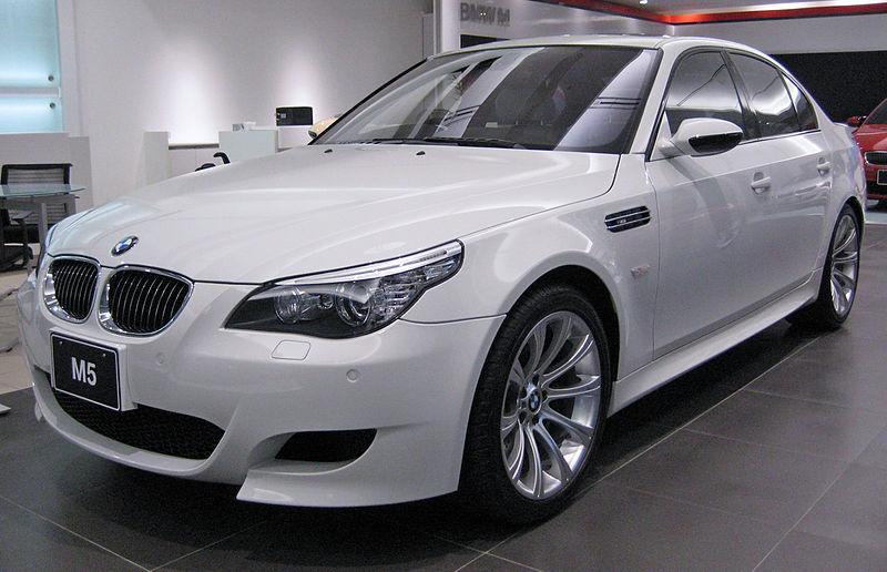 Фото BMW M5 в кузове E60
