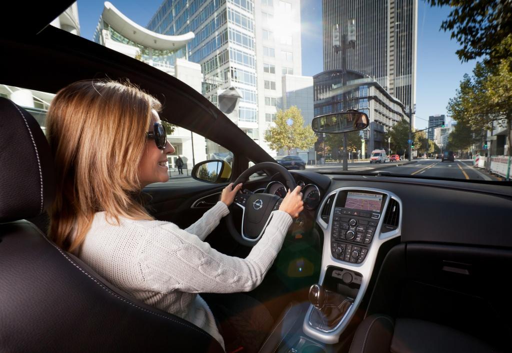 Opel Astra GTC с панорамным лобовым стеклом