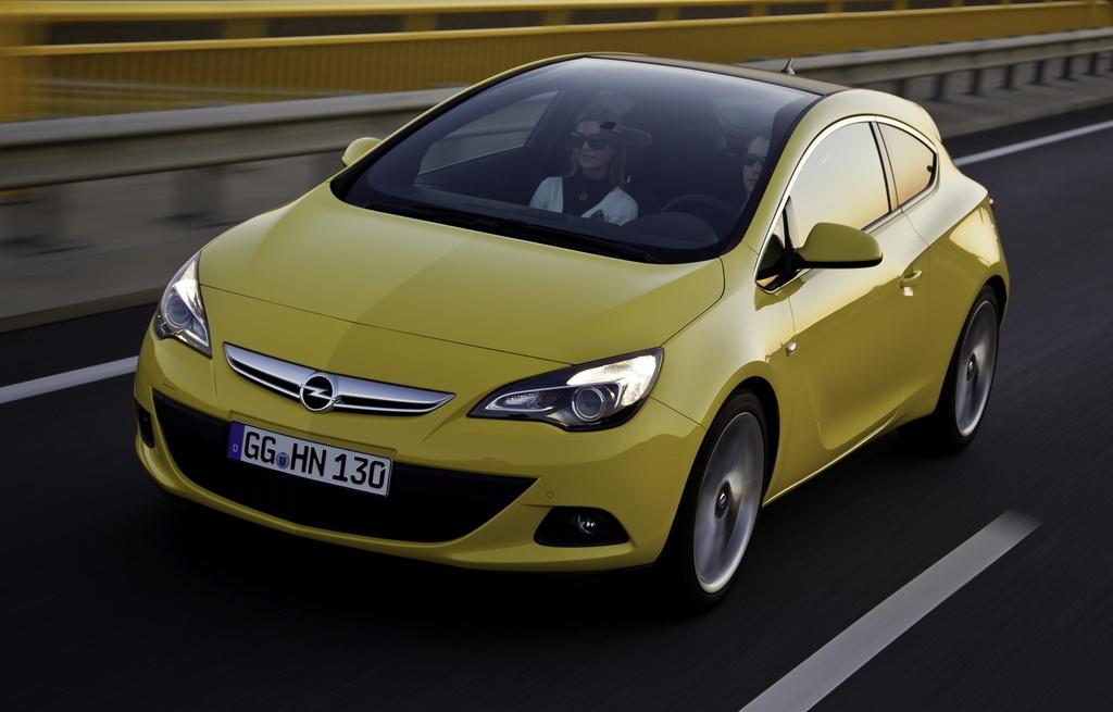 Фото Opel Astra GTC с панорамным лобовым стеклом