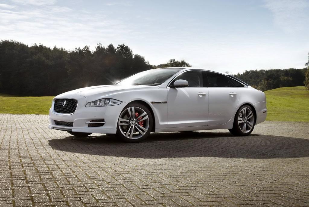 Фото обновленного Jaguar XJ