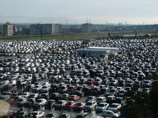 Продажи легковых автомобилей в Китае снизились впервые за год