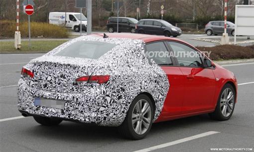 Седан Astra от Opel