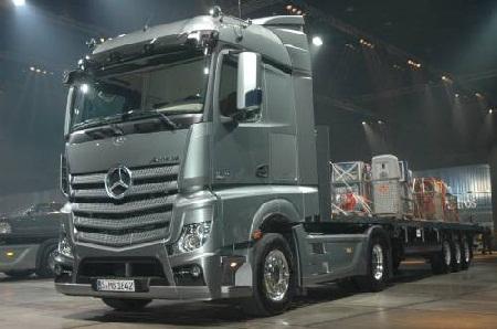В полку официальных дилеров грузовиков Mercedes-Benz прибыло