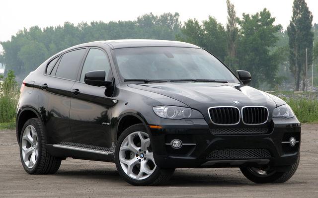 Из автосалона угнали несколько BMW