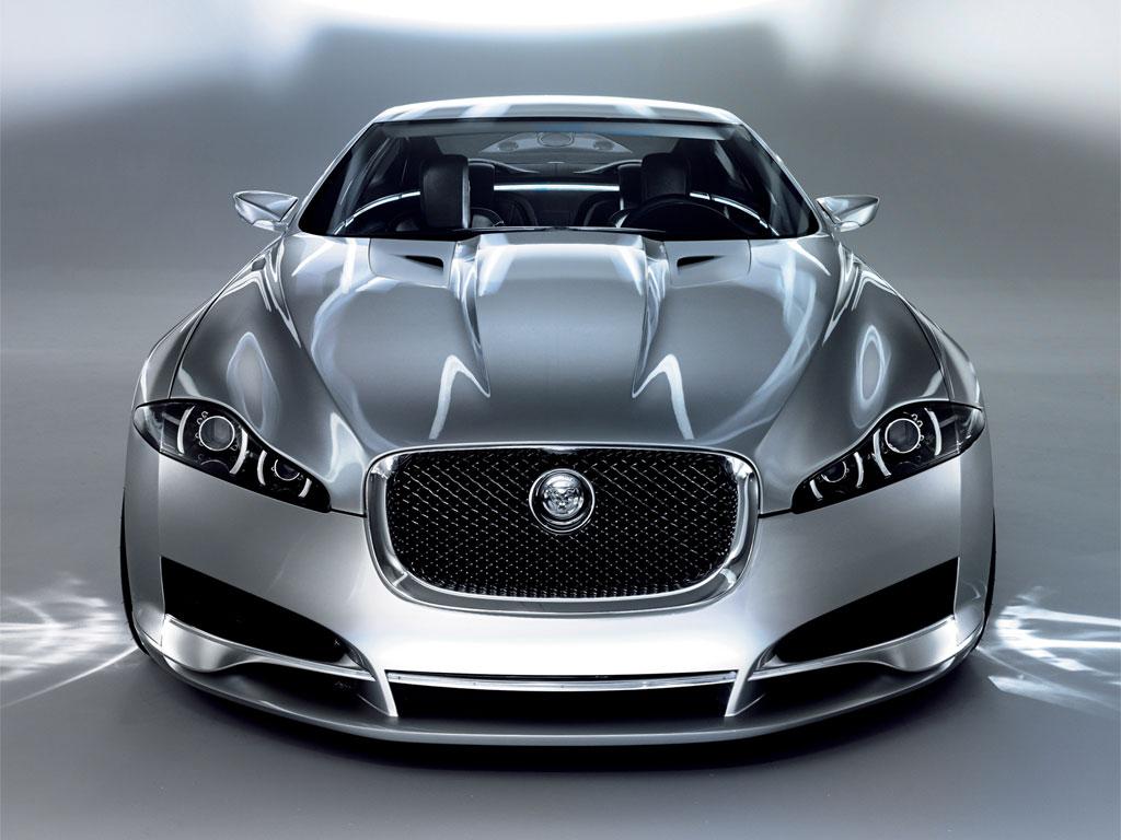 Новый автоцентр Jaguar в Петербурге