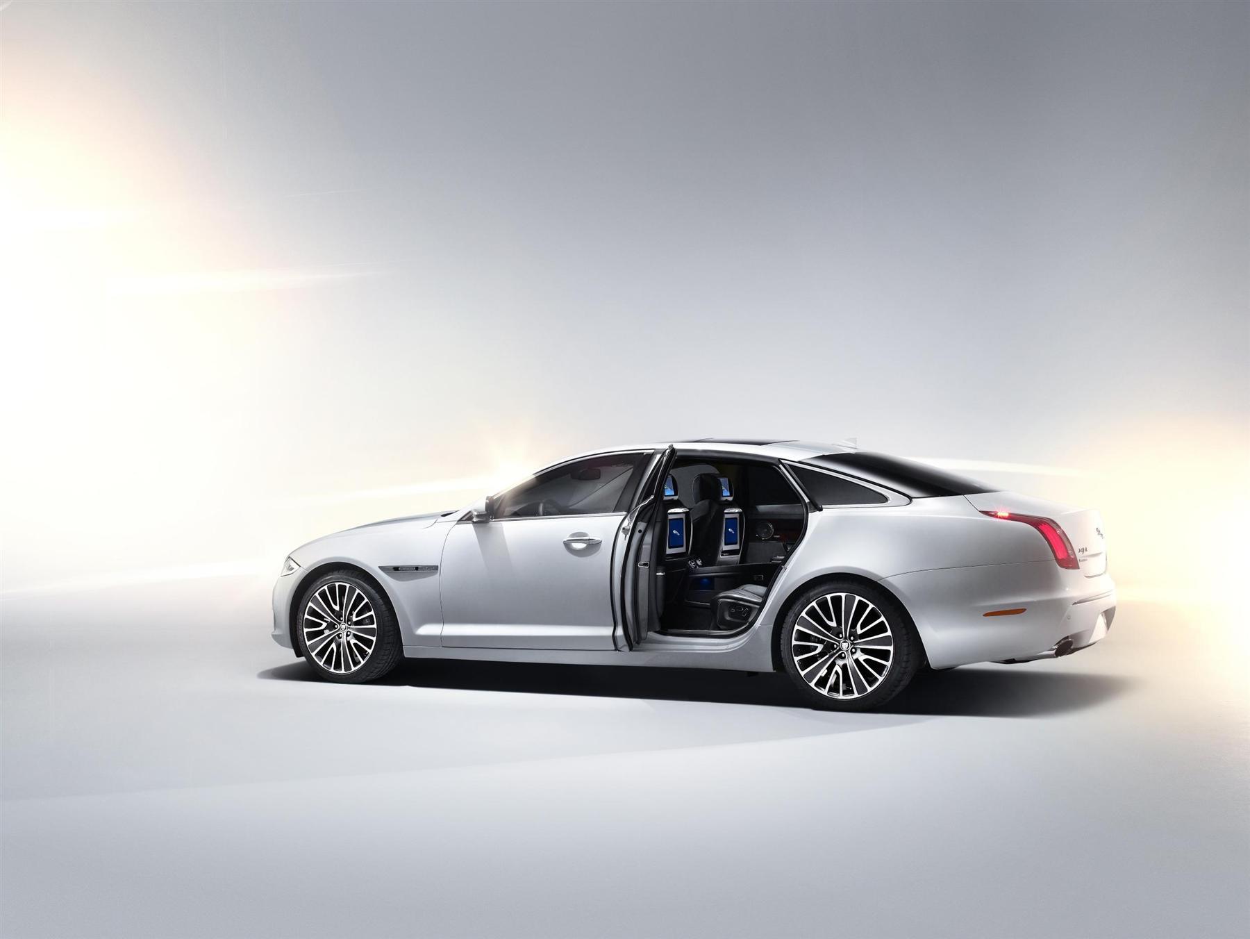 Jaguar показал в Пекине роскошный XJ