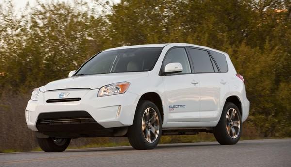 Электрокроссовер RAV4 EV от Toyota стал первым в мире автомобилем такого класса