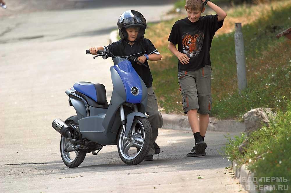 Акция под названием «Юный скутерист» проходит в Чайковском
