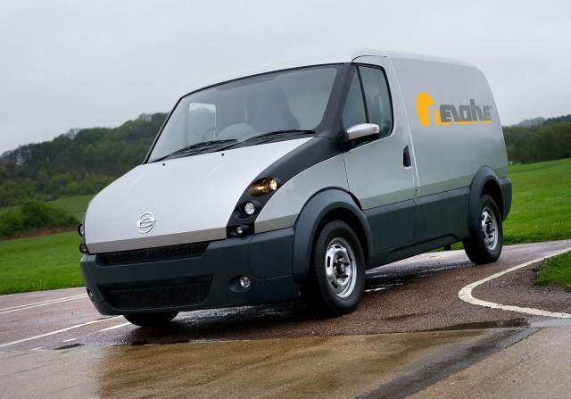 Уникальный гибридный фургон Revolve был создан в Великобритании