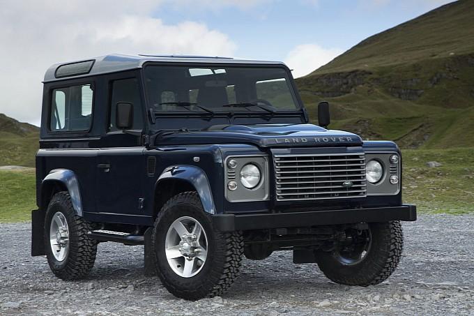 Обновилась легендарная модель внедорожника Land Rover Defender
