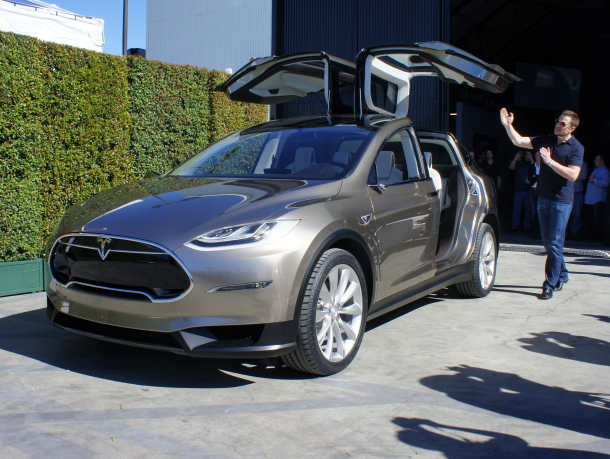 Tesla будет собирать электрический кроссовер при помощи американских властей