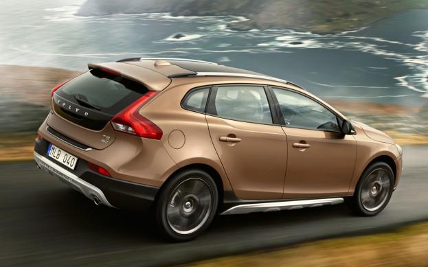 В начале весны следующего года в России стартуют продажи Volvo V40 для бездорожья