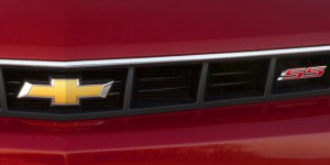 Появление официальных подробностей об обновленном Chevrolet Camaro началось с тизера