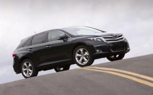 Названы цены кроссовера Toyota Venza для российского рынка