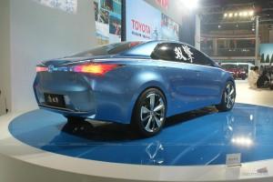 В Шанхае дебютировала два гибридных концепта Toyota для Китая