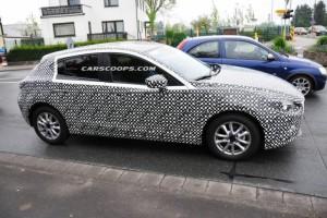 Фотошпионы «словили» салон нового поколения Mazda3 (+фото)