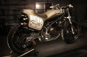 Алекс Ирл представил свою flat track версию Ducati Monster