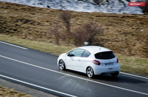«Заряженный» Peugeot 208 GTI появится в Украине в августе