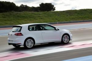 Названы цены на «горячий» Volkswagen Golf GTI для россиян