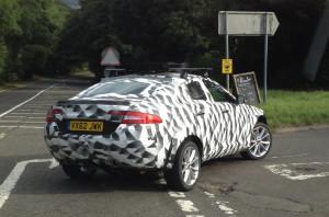 Кроссовер Jaguar попал в объективы фотошпионов