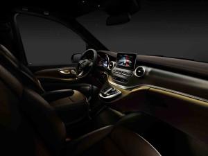 В Сети появились первые официальные фото салона Mercedes-Benz Viano