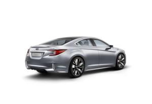 В сети появились официальные фото прототипа Subaru Legacy