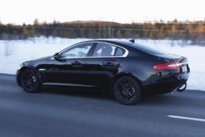 В сети появились фото тестового прототипа самого маленького Jaguar