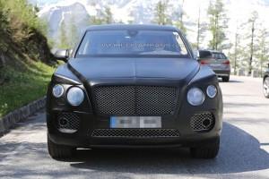 Внедорожник Bentley впервые попал в объективы шпионов