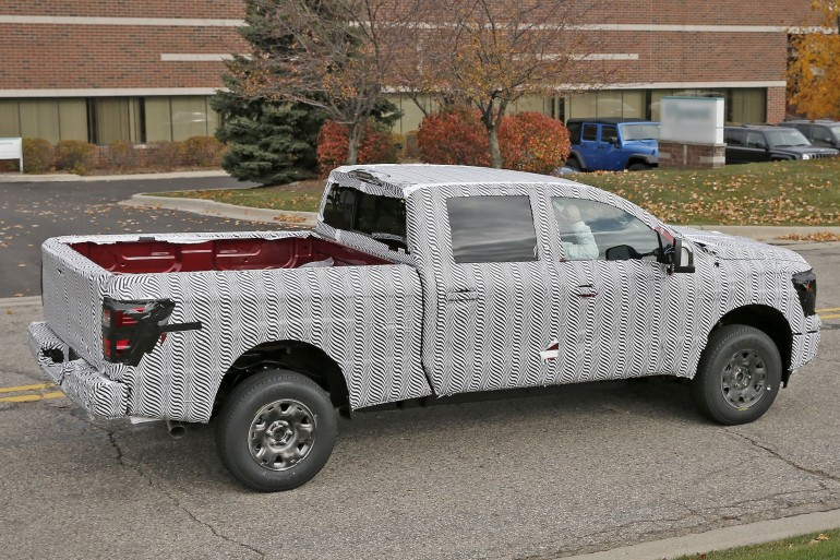 nissan-titan-2015-spy-photo-2