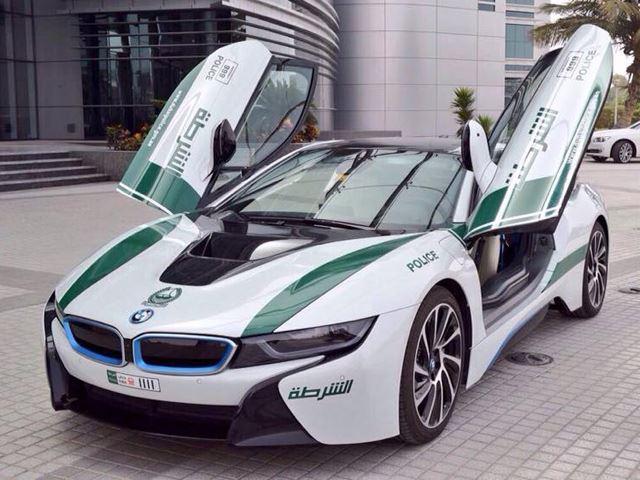 Полиция Дубаи пополнила автопарк моделью BMW i8 ...