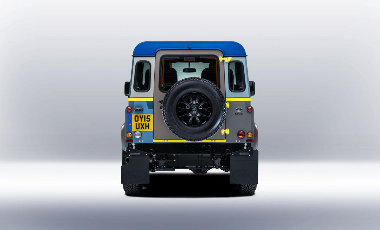 Land Rover Defeneder от Paul Smith