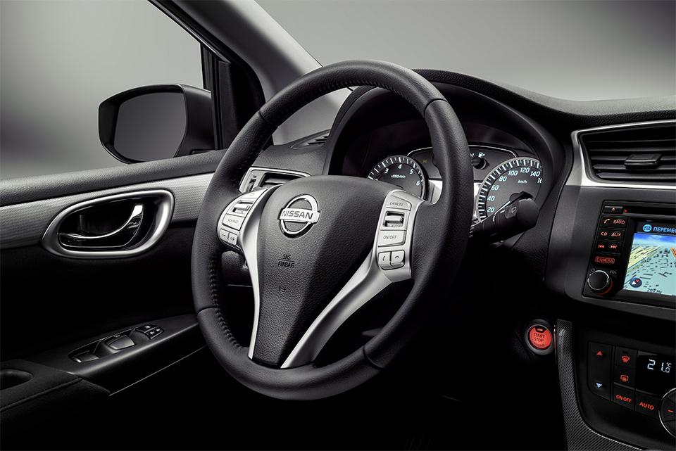 Nissan Tiida 2015 хэтчбек