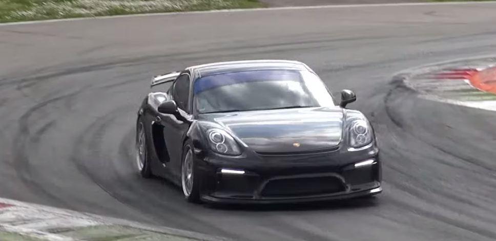 Гоночная версия Porsche Caymang GT4