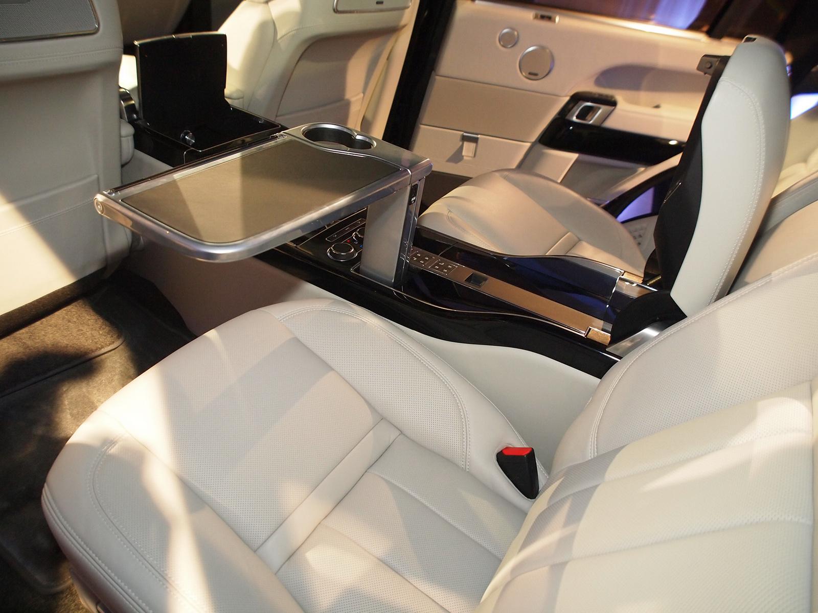 Range Rover SVAutobiography 2016 в Нью-Йорке 2015