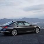 BMW 7-Series 2016 black/черный rear side view/вид сбоку сзади