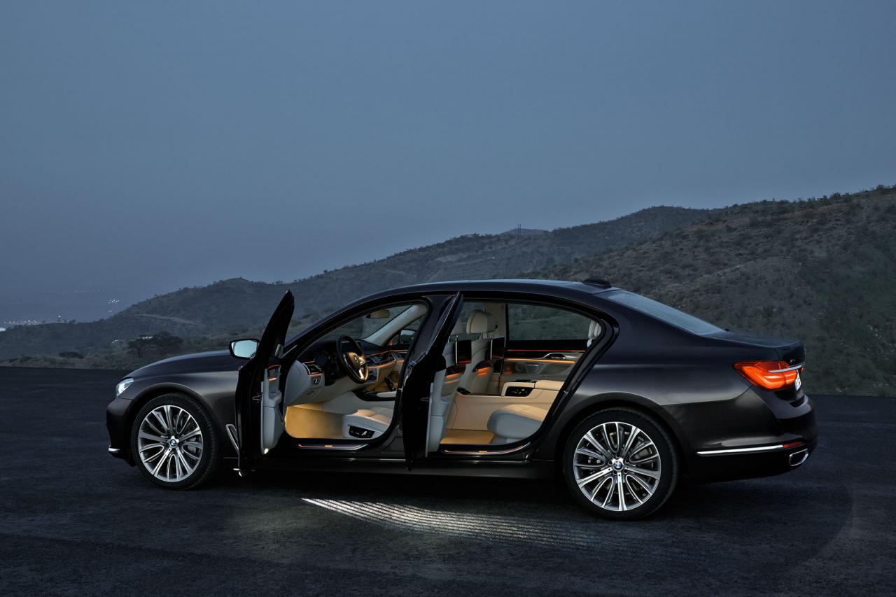 BMW 7-Series 2016 black/черный  side view open doors /вид сбоку открытые двери
