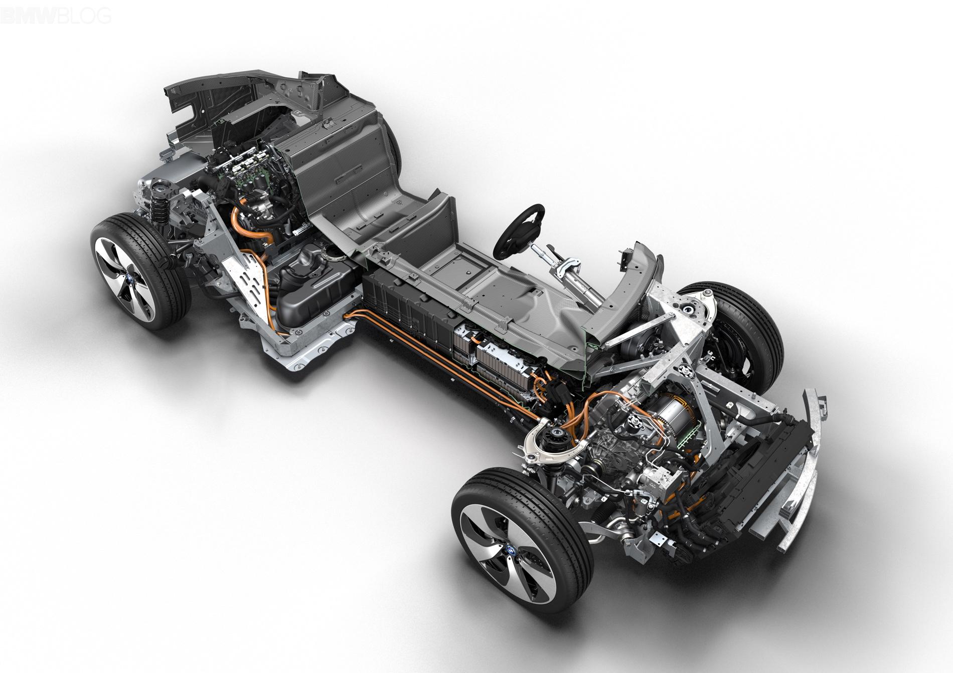 """BMW i8 - победитель """"Двигатель года 2015"""""""