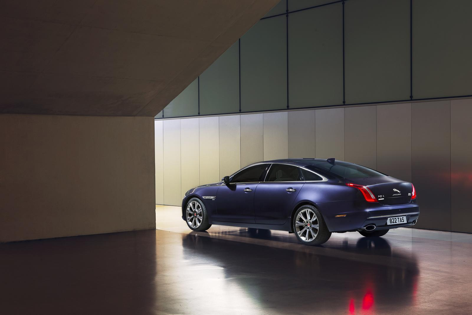 Jaguar XJ 2016 Autobiography back-side view/сзади сбоку