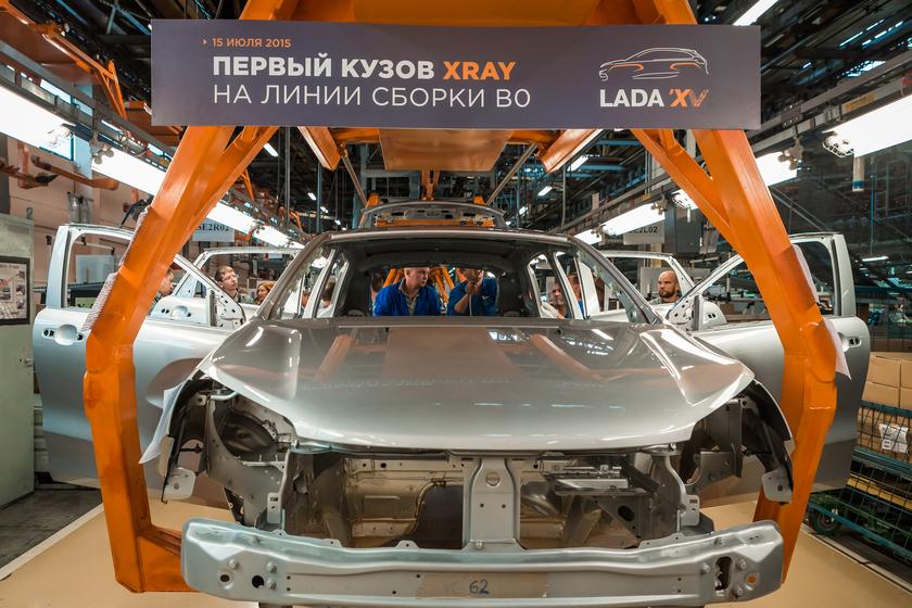 Lada XRAY первый пилотный кузов на конвейере