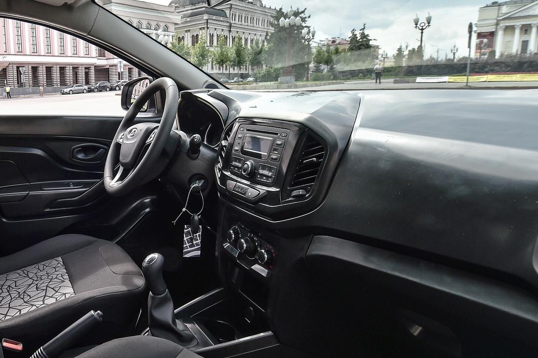 Рассекречены интерьеры новых Lada Vesta и Xray
