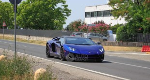 Lamborghini Aventador SV Roadster попал на шпионские фото