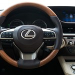 Lexus ES 300h 2016 официальное фото интерьера