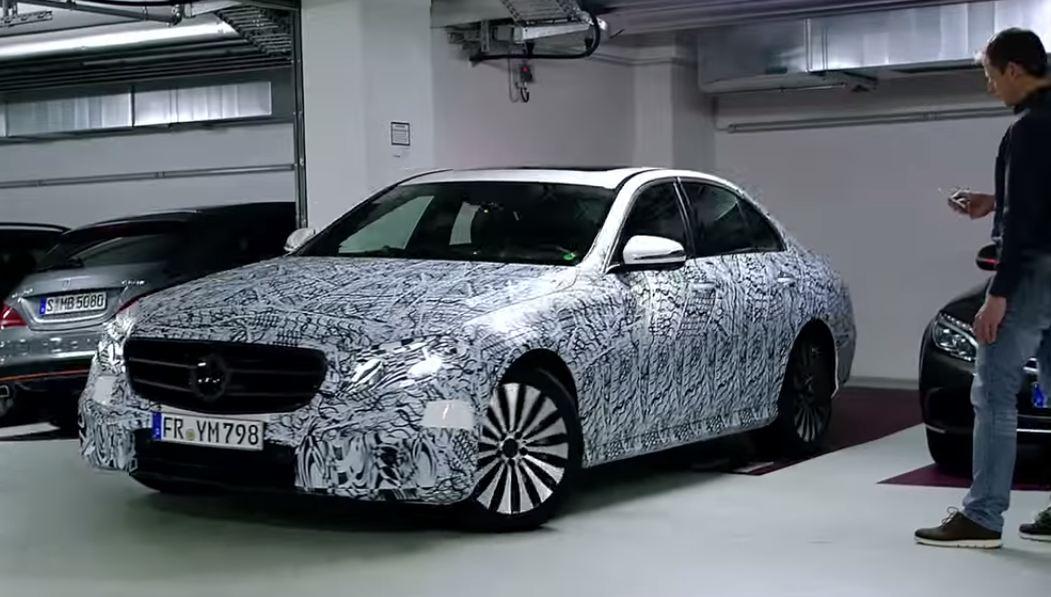 Показана новая дистанционная парковочная система Mercedes-Benz E-Class...