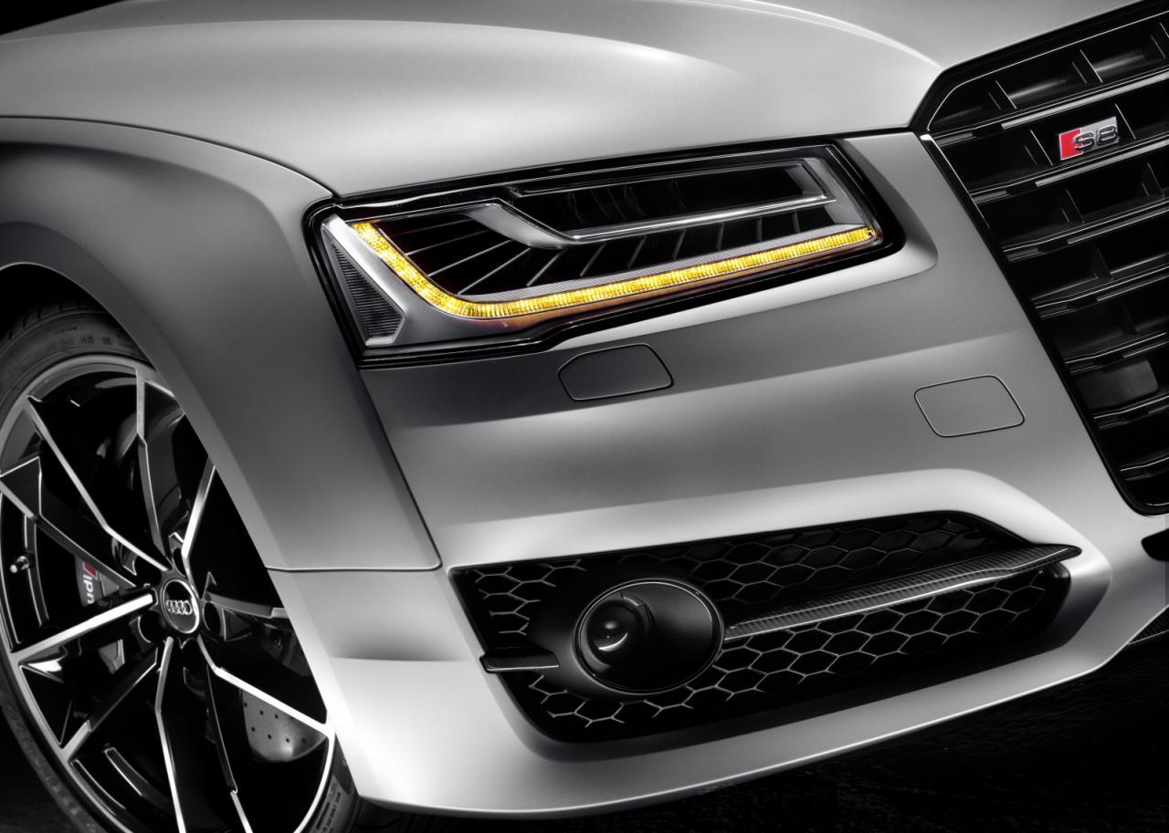Audi S8 Plus matrix led headlights + dynamic turn signal