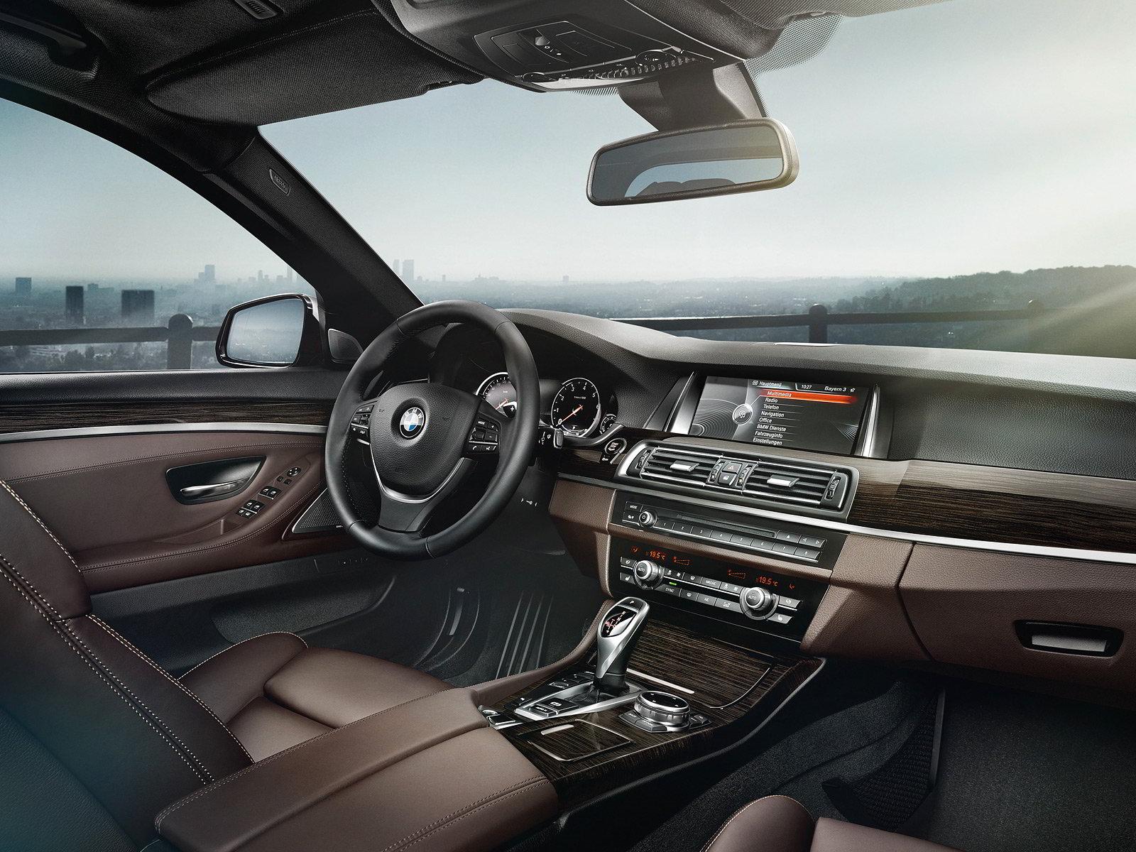 BMW 5-Series 2015 interior dashboard