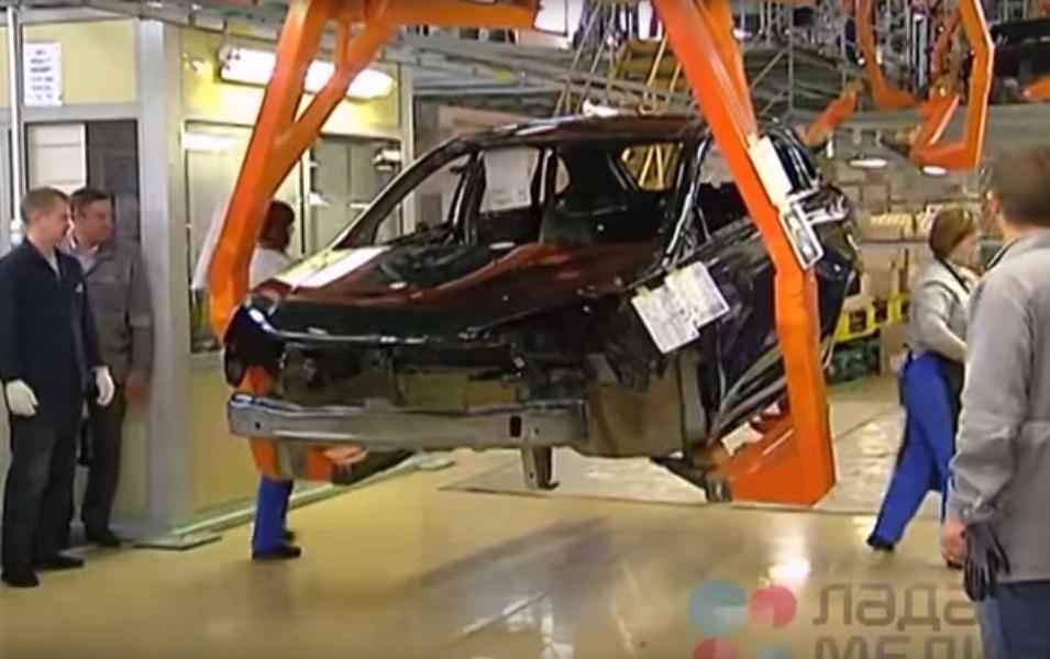 Первый пилотный Lada XRAY сошел с конвейера АВТОВАЗа