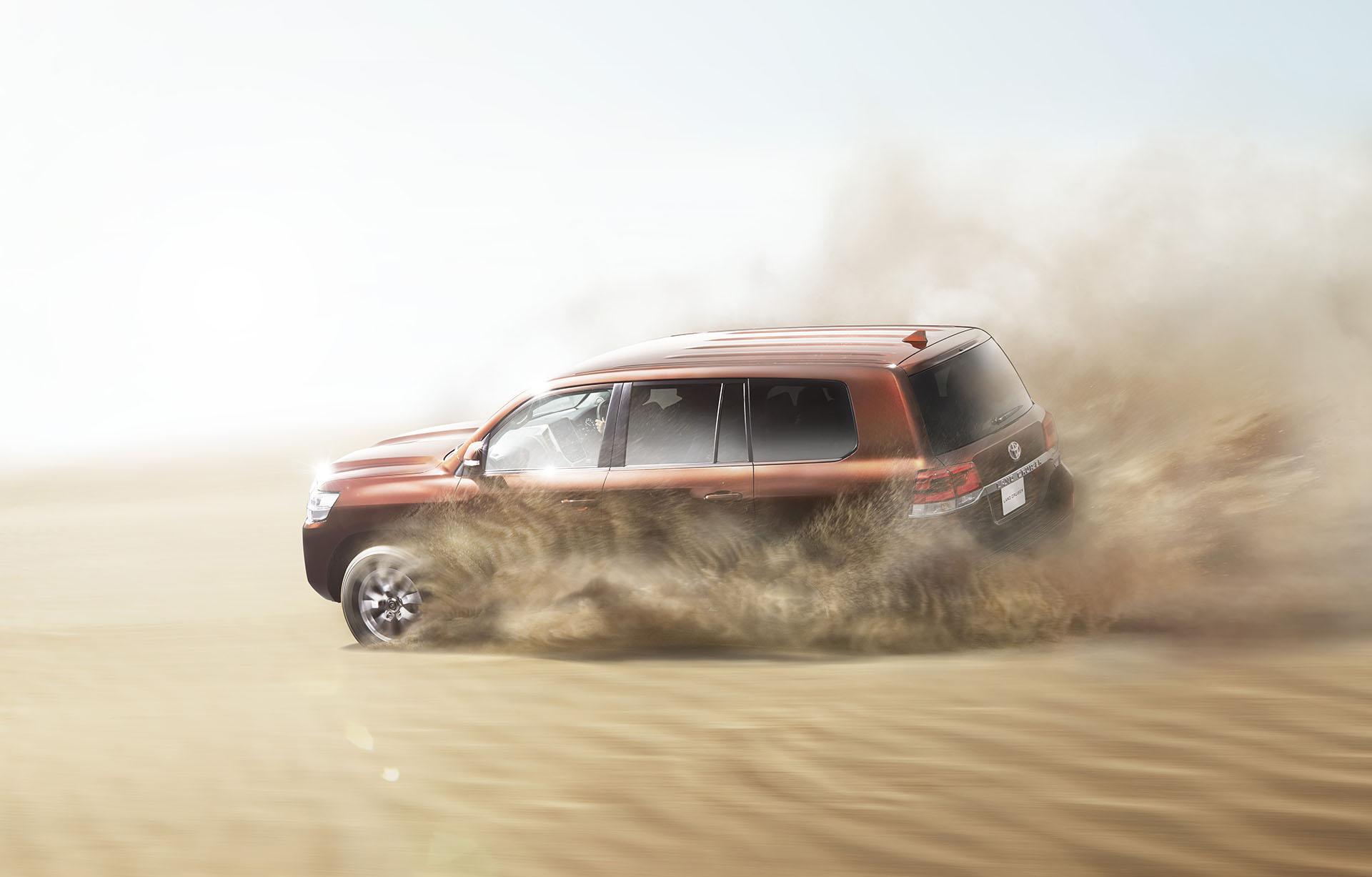 Toyota Land Cruiser 2016  in action